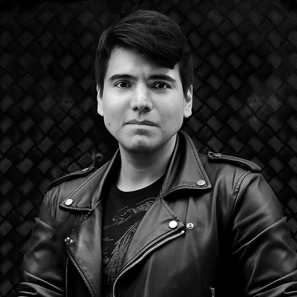 Photo of designer Arturo Flores