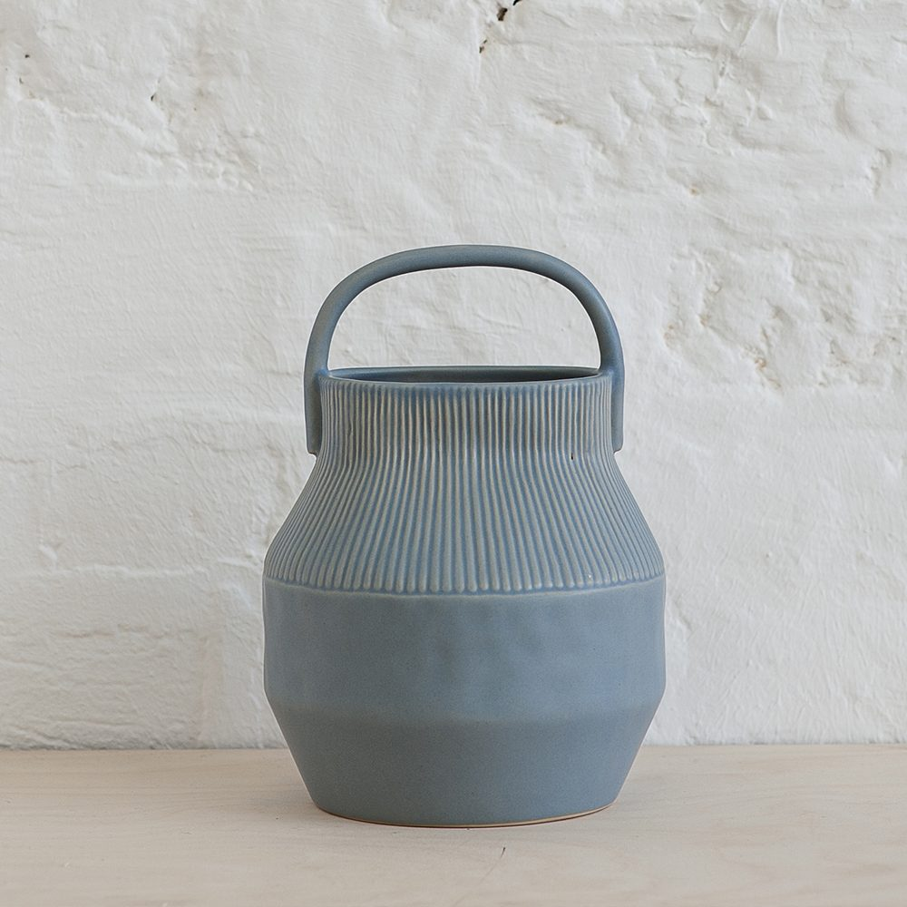 Dove grey Epoch vase with handle