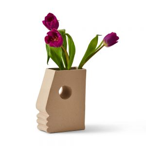 Strong nose vase with flowers