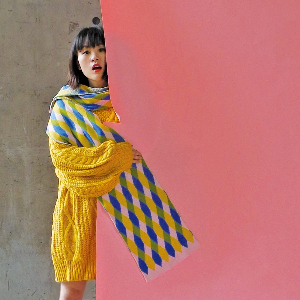 Cute scarves - geometric oversized scarf with pink edge